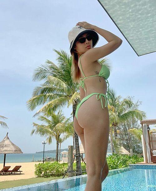 Phương Trinh Jolie diện bikini khoe vòng ba đẫy đà trong chuyến du lịch nghỉ dưỡng.