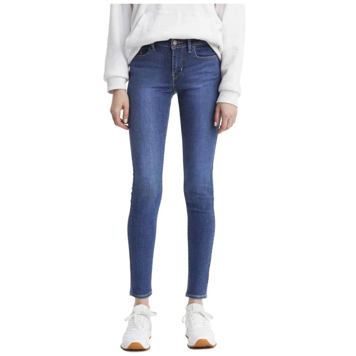 Với ngành hàng thời trang, Levis tung ưu đãi cho sản phẩm quần jeans nữ Super Skinny 710, đáp ứng nhu cầu shopping cho phái đẹp với mức giá giảm sâu chỉ 569.000 đồng (giá gốc đến 1,499 triệu đồng).  Phom quần skinny ôm sát khoe khéo các đường cong quyến rũ và chân thon dài. Chất jeans co giãn tạo cảm giác thoải mái cho người mặc. Đây là chiếc quần jeans cơ bản mà hầu như chị em nào cũng phải sở hữu ít nhất một cái trong tủ, dễ phối với nhiều kiểu áo, đa dạng phong cách từ cá tính đến thanh lịch.