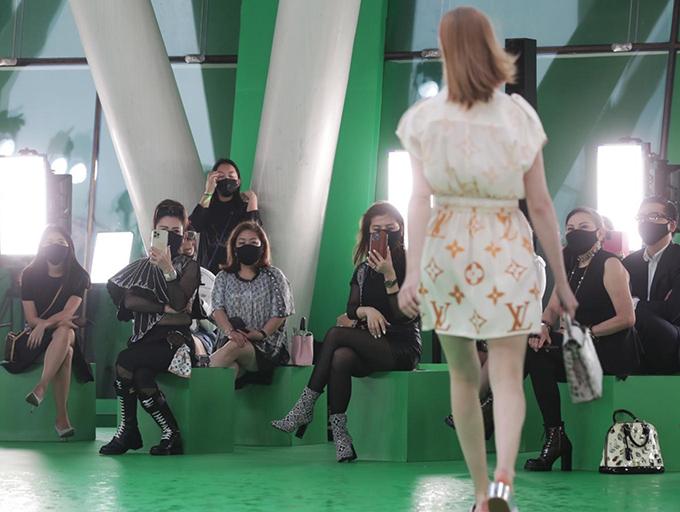 Show này đánh dấu một sự khởi đầu thận trọng nhưng lạc quan cho sự trở lại của các chương trình quy mô lớn - điều mà những người trong giới thời trang đều hy vọng, The Straits Times nhận định.