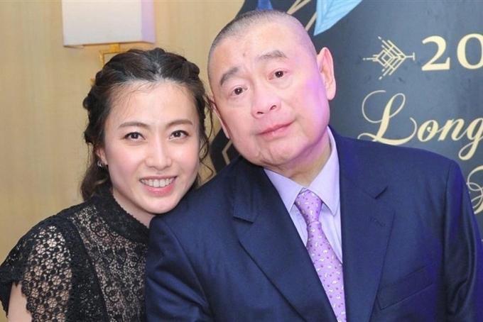 Tỷ phú Joseph Lau bên vợ Chan Hoi-wan. Ảnh: SCMP.