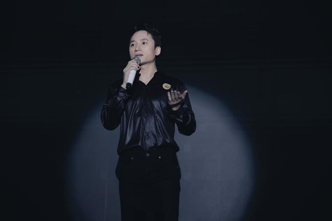 Phan Mạnh Quỳnh hát ca khúc Sao cha không trong buổi tiệc của Bố già.