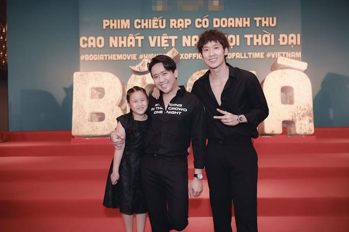 Bố già Trấn Thành bên con trai Tuấn Trần và con gái Ngân Chi.