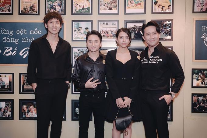 Nhạc sĩ - ca sĩ Phan Mạnh Quỳnh cùng bạn gái đến dự tiệc.