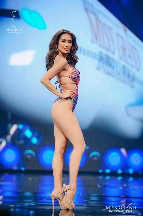 Hoa hậu Philippines - Samantha Bernardo hội tủ sắc vóc, kỹ năng trình diễn và phong thái chuyên nghiệp ngay từ thời điểm được bổ nhiệm thi Miss Grand đến tận hiện tại. Cô năm nay 28 tuổi, cao ,17 m. Ngoisao.net bình chọn cô là ứng viên hàng đầu cho ngôi vị Hoa hậu Hoà bình Quốc tế 2020.