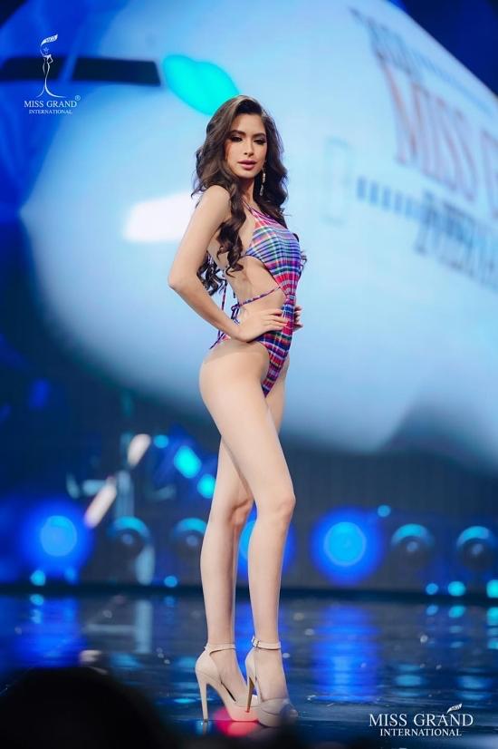 Mỹ nhân Mexico - Angela Yuriar đủ khả năng vào top 10, thậm chí xa hơn nhờ vẻ đẹp gợi cảm, cuốn hút.
