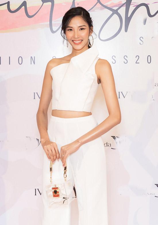 Á hậu Hoàng Thùy hào hứng khi được mời làm vedette diễn show Flourish 18.
