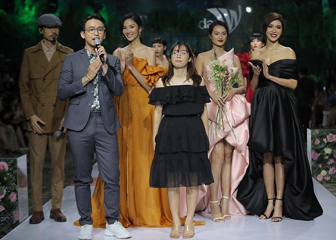 MC Quang Bảo dẫn dắt show diễn.
