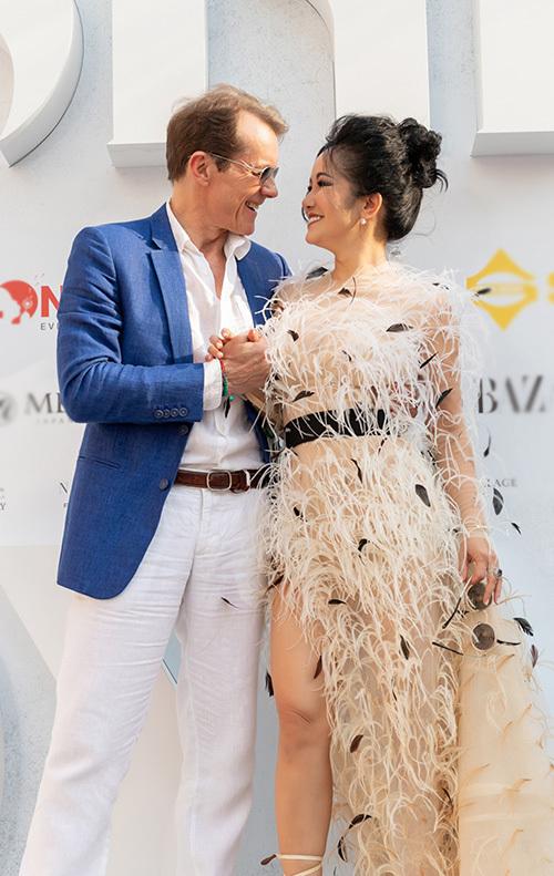 Hồng Nhung đụng váy các mỹ nhân Việt