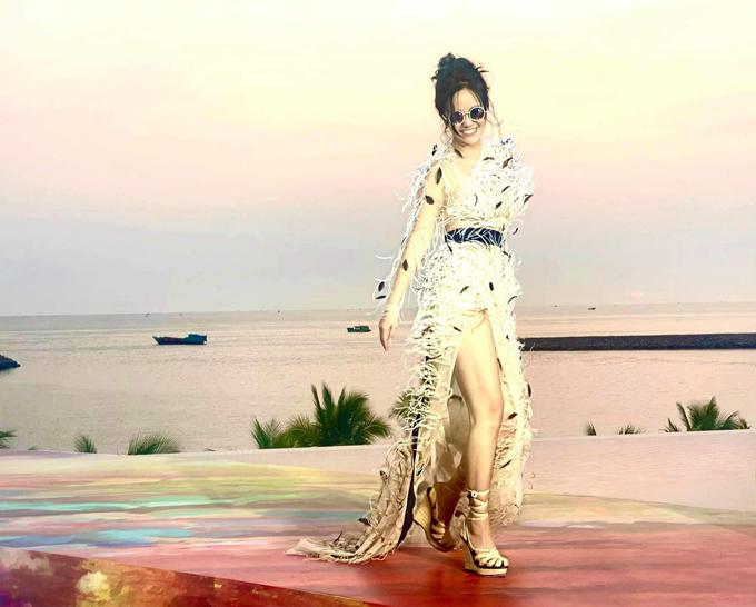 Hồng Nhung đụng váy các mỹ nhân Việt - 2