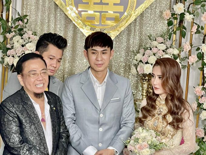 Trong buổi lễ, Lâm Vũ làm phù rể còn danh hài Hồng Tơ đóng vai trò chủ hôn.
