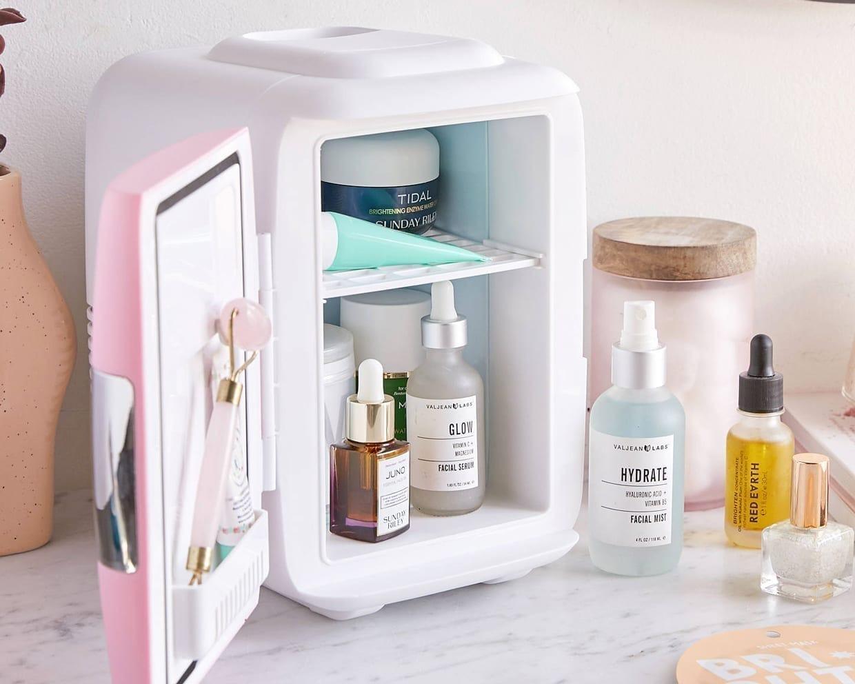 Bảo quản mỹ phẩm trong tủ lạnh phần lớn chỉ giúp tăng hiệu quả thư giãn, sảng khoái khi sử dụng và không phải sản phẩm nào cũng có thể để trong tủ lạnh.