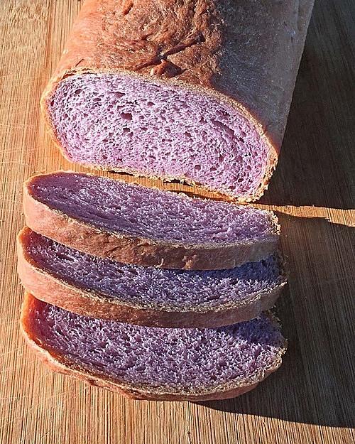Bánh mì khoai lang tím. Ảnh: Oventales