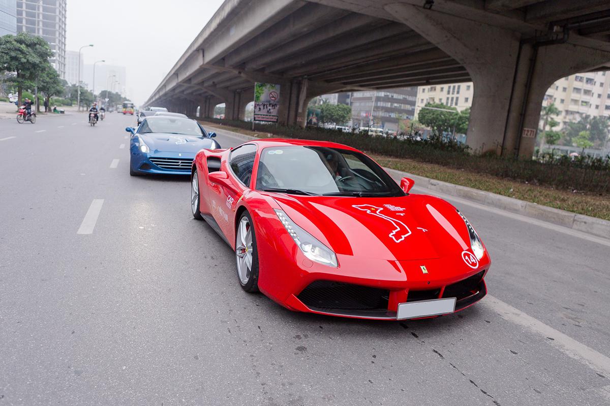 Ferrari 488 GTB của Tuấn Hưng lăn bánh tại Hà Nội trong hành trình siêu xe Car & Passion năm 2018