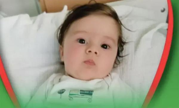 Cậu bé Gavril Djurdjevic đang cần tiền điều trị căn bệnh teo cơ tủy. Ảnh: SBB.