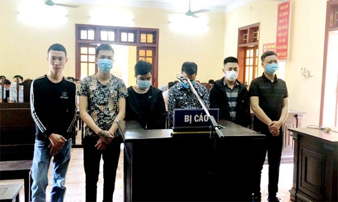 6 bị cáo tại tòa. Ảnh: Trương Minh