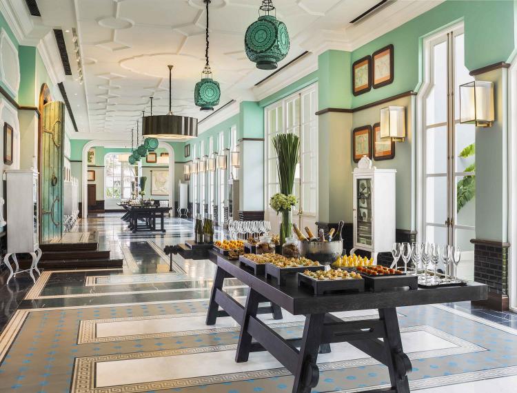 Không gian sảnh hiện đại của hệ thống khách sạn thuộc Marriott Bonvoy quản lý.