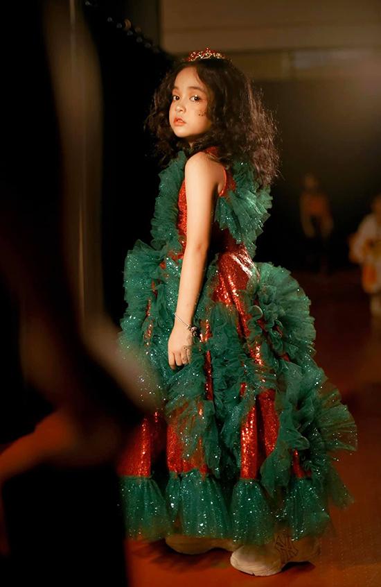 Ngoài đóng phim, làm mẫu, Chu Diệp Anh còn có khả năng nhảy múa, ca hát. Cô bé sở hữu kênh Youtube, Tiktok riêng cùng fapage với hơn 400 nghìn lượt theo dõi.