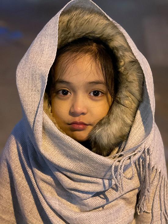 Chia sẻ với Ngoisao.net, mẹ của Chu Diệp Anh cho biết, vì bận học nên cô bé không bao giờ học thoại ở nhà mà thường đến đoàn phim mới bàn luận với cô trợ lý đạo diễn và các diễn viên để có được sự tương tác tốt nhất. Dù vậy, cô bé nhớ thoại rất nhanh và chỉ cần tập vài lần là thuộc.