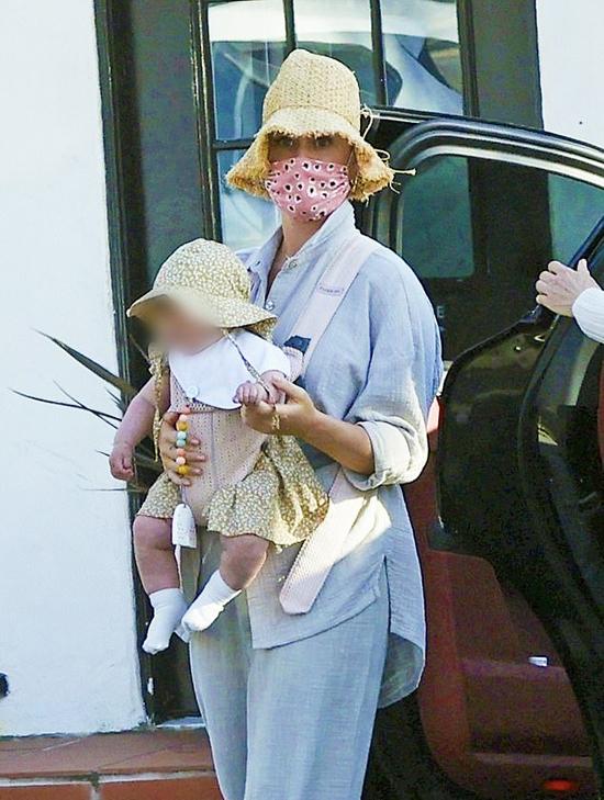 Katy Perry địu con gái đi mua sắm - Ngôi sao