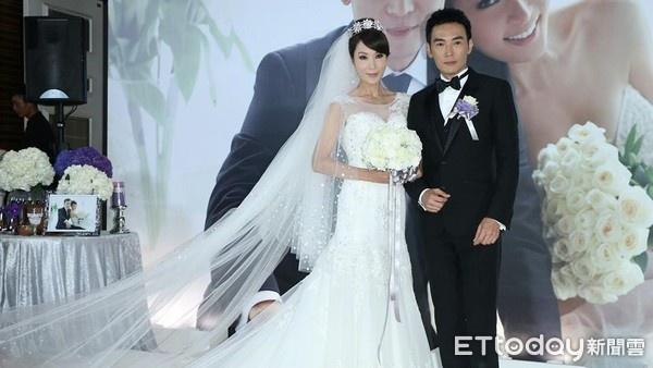 Tiêu Ân Tuấn và Lâm Thiên Ngọc trong đám cưới năm 2014.