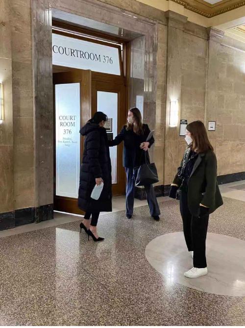Trịnh Sảng tại phiên tòa ở Mỹ hôm 23/3.