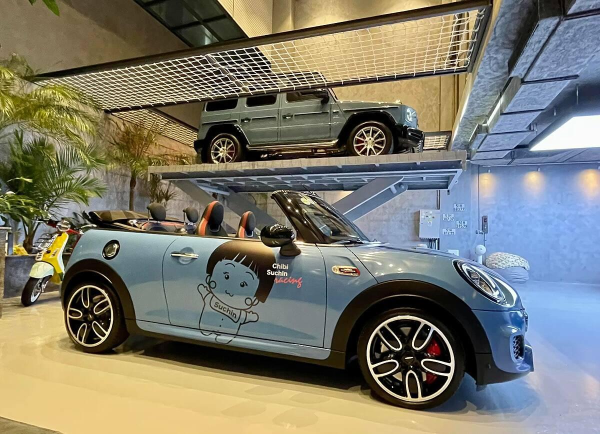 Xe mui trần MINI Cooper JCW Convertible tại garage của Nguyễn Quốc Cường. Ảnh: FBNV