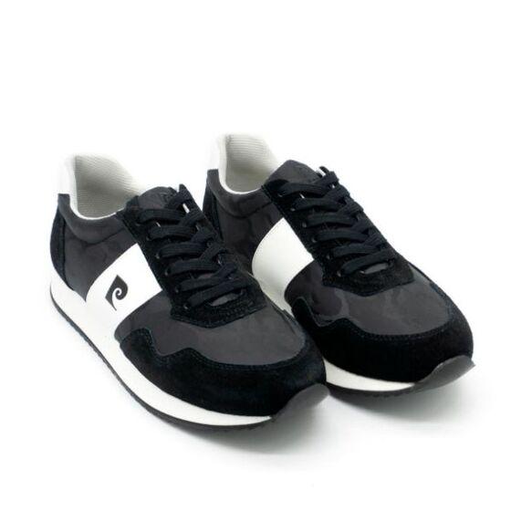 Giày thể thao nam Pierre Cardin PCMFWSD901BLK màu đen; làm bằng chất liệu vải nylon phối da cowsude kết hợp cùng lớp lót talon mềm mại, đế Eva ghép cao su.