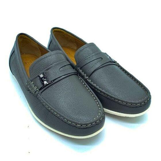 Giày lười nam Pierre Cardin PCMFWLE710GRY màu xám; kích thước 39-43 làm từ da bò, đế là cao su tránh trơn trượt, phù hợp nơi công sở hay gặp mặt đối tác.