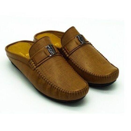Giày nam Sapo Pierre Cardin PCMFWLE707GLD màu gold    Nơi khô thoáng, tránh ánh sáng trực tiếp làm khô và cứng da.    Sau khi sử dụng: lau sạch bụi bẩn, tháo và bảo quản dây giày riêng.    Hạn chế tiếp xúc giày da với nước.    Sử dụng lót giày khử mùi hoặc túi chống ẩm để luôn giữ được giày khô ráo và tránh nấm mốc.    Sử dụng xi đánh giày (xi nước, xi kem) phù hợp với màu đa và chất liệu da.  Chính sách bảo hành:  - Bảo hành 12 tháng đối với hàng nguyên giá.
