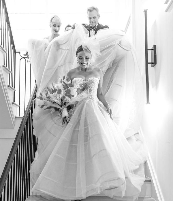 Jeannie Mai yêu kiều trong váy cưới.