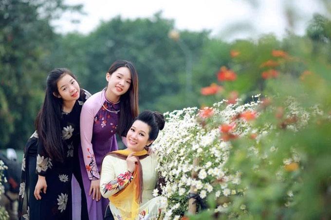 Thanh Thanh Hiền cũng thường dùng những lời nói, câu chuyện tích cực để động viên con, đảm bảo điều kiện kinh tế cho con gái yên tâm học tập.