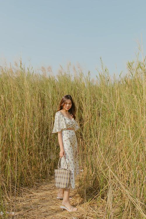 Từ việc xây dựng phong cách cá nhân, chị đại làng mốt Việt mang tới nhiều gợi ý về việc chọn váy áo hài hoà với tiết trời mùa nắng.