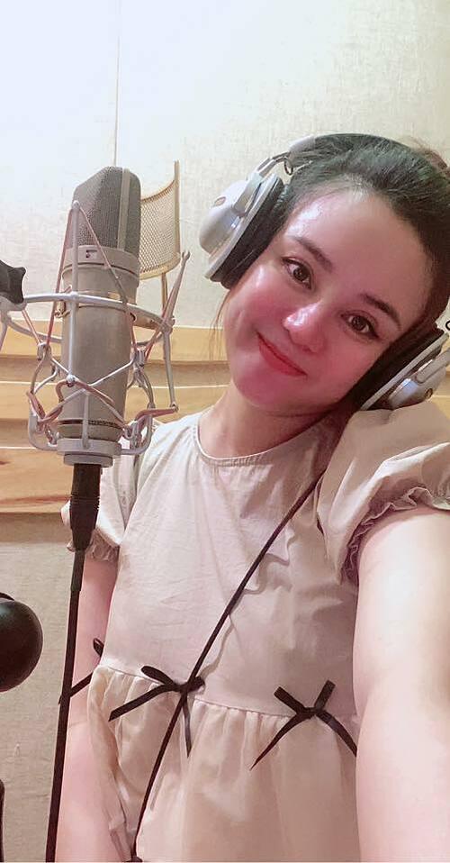 Vy Oanh tích cực thu âm cho album mới dù đang mang thai ở tháng thứ 8.