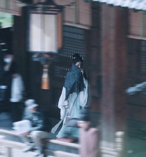 Lưu Diệc Phi quay phim Mộng hoa lục từ giữa tháng 2, ngay sau dịp nghỉ Tết Nguyên đán. Bộ phim hiện chưa có lịch công chiếu dự kiến.