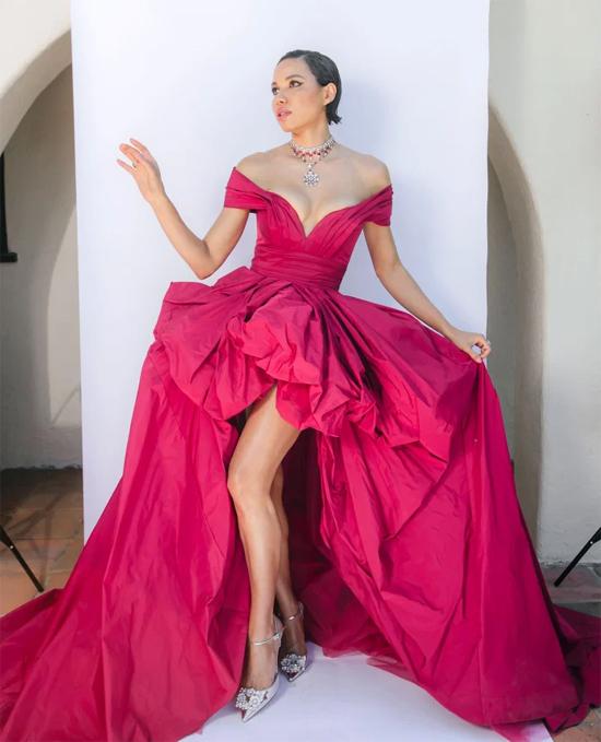 Người đẹp Jurnee Smollett tạo studio tại nhà để chụp hình trong bộ đầm Zuhair Murad lộng lẫy.