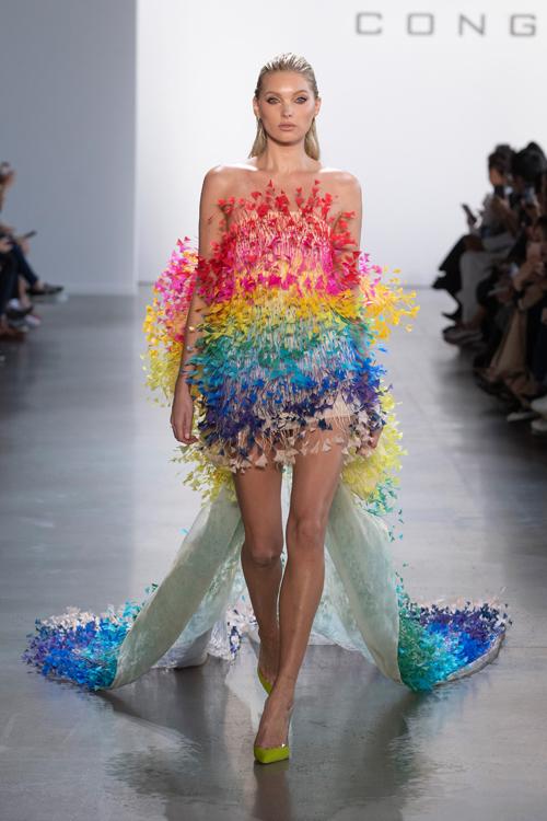 Elsa Hosk diện mẫu váy vedette tại New York Fashion Week năm 2019.