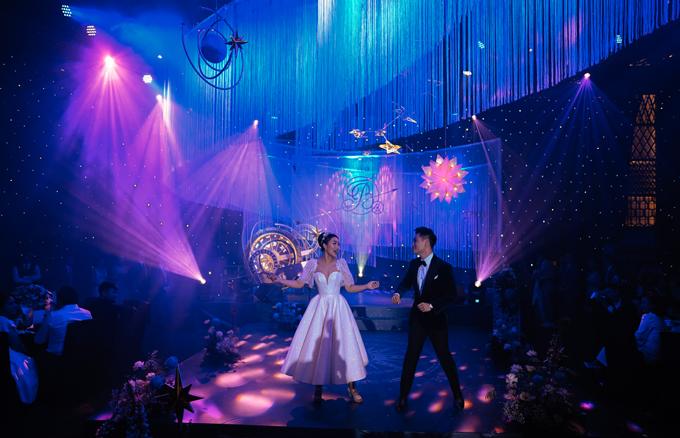 Để tiệc cưới thêm ý nghĩa, Thanh Thanh và Kim Bảo đã cùng biểu diễn một điệu nhảy first dance - như một cách thể hiện tinh thần vui tươi, háo hức trước khi bước sang trang mới của cuộc đời là hôn nhân.