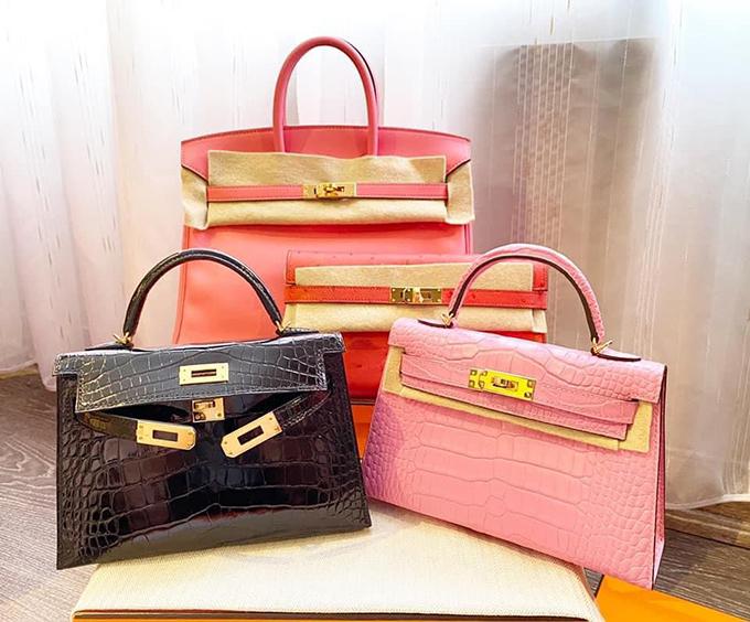 Những chiếc túi màu hồng được Vân Nguyễn sử dụng nhiều nhất vì hợp với phong cách ngọt ngào, nữ tính.