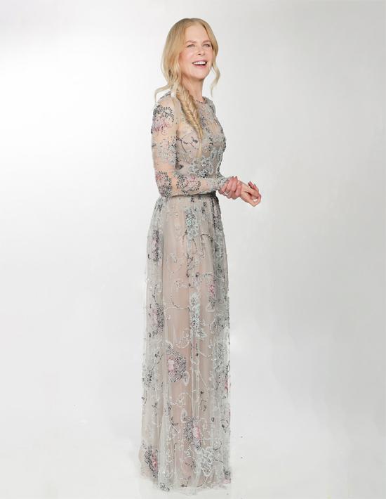 Nicole Kidman duyên dáng trong bộ đầm voan khi dự lễ trao giải trực tuyến. Minh tinh 53 tuổi được đề cử giải Nữ diễn viên xuất sắc thể loại phim truyện/ series truyền hình ngắn tập với vai diễn trong The Undoing.
