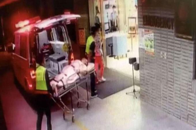 Huang được đưa đến bệnh viện sau khi bạn gái tấn công. Ảnh: AsiaWire.