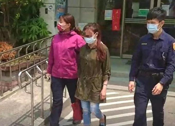 Huang đến đồn tự thú sau khi tấn công bạn trai. Ảnh: AsiaWire.