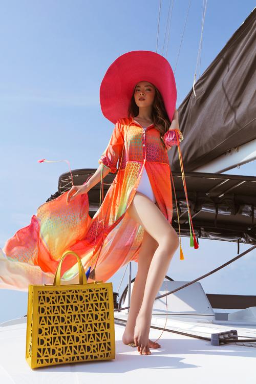 Trân Đài diện trang phục đi biển - 2