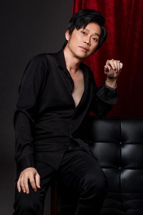 Dương Triệu Vũ đăng ảnh trẻ trung của anh trai Hoài Linh và trêu: Có người nói có em ca sĩ trẻ mới lên nhìn giống Vũ lắm.