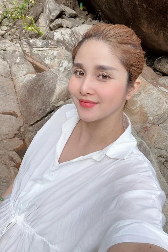 Thảo Trang được khen ngày càng nhuận sắc khi mang thai. Hiện cô nặng khoảng 78 kg.