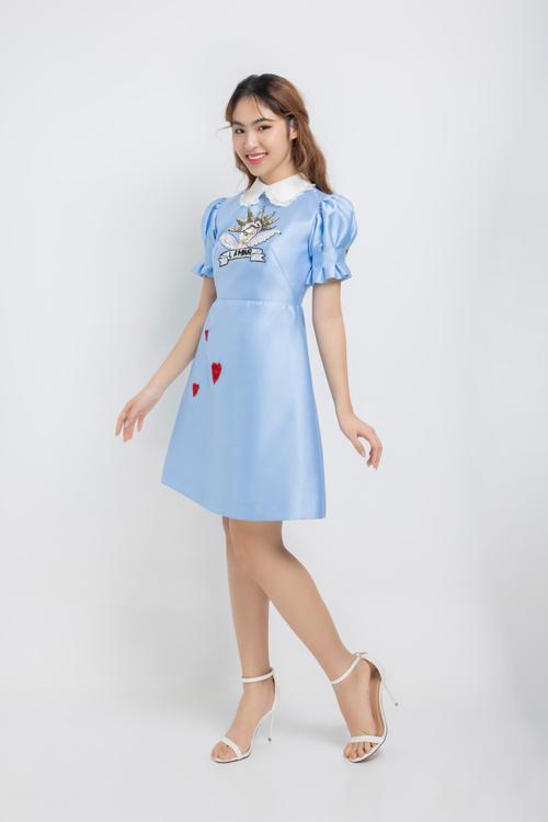 Bộ ảnh được thực hiện với sự hỗ trợ của nhiếp ảnh Khoa Nguyễn, stylist Jackson, trang phục Tùng Vũ, giáo viên hướng dẫn Mẫn Ni.