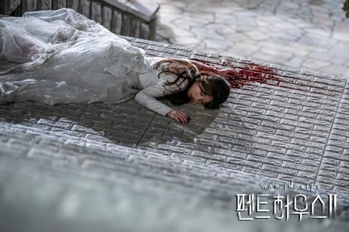 Vụ sát hại Ro Na là tình huống hấp dẫn ở giữa Penthouse 2.