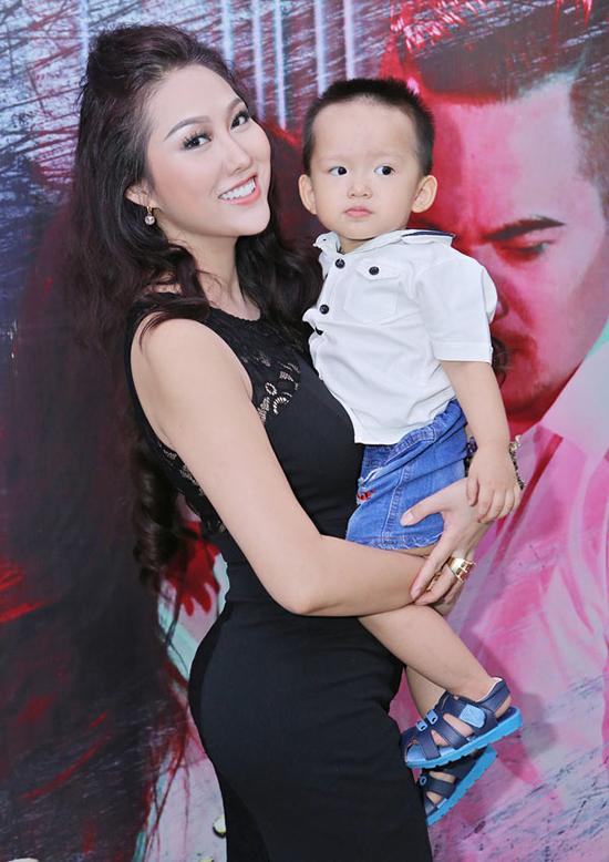 Phi Thanh Vân hiện làm mẹ đơn thân, một mình nuôi bé Tấn Đức.