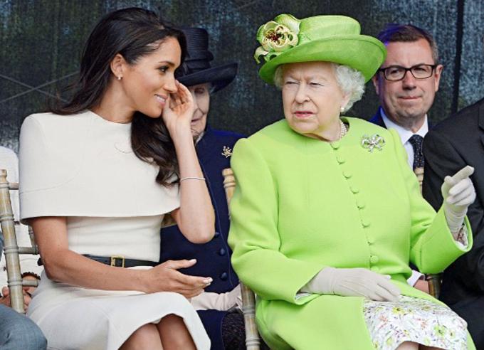 Meghan và Nữ hoàng Anh trong chuyến công du đầu tiên của hai bà cháu hồi tháng 6/2018, một tháng sau đám cưới hoàng gia. Ảnh: Reuters.