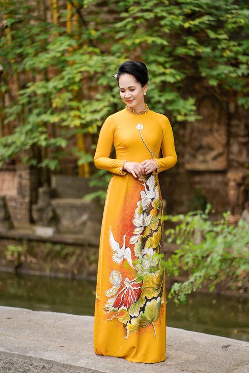 Mẹ chồng Lan Hương gợi ý áo dài cho các mẹ - page 2 - 10