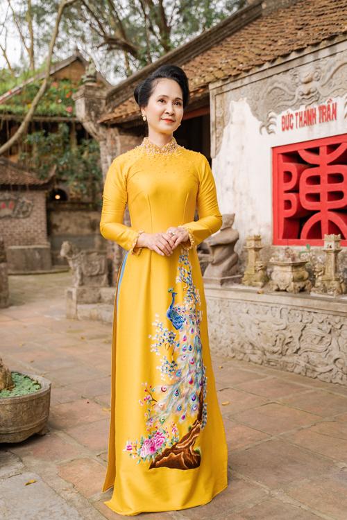 Mẹ chồng Lan Hương gợi ý áo dài cho các mẹ - page 2 - 18